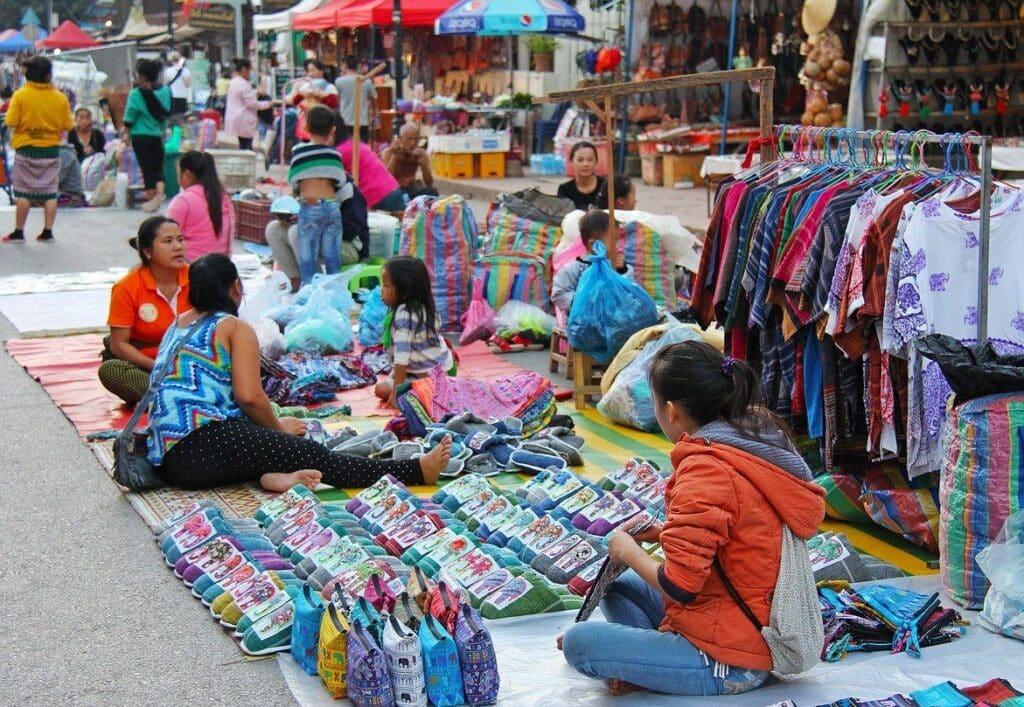 Les «Night markets» en Thaïlande : marchés atypiques